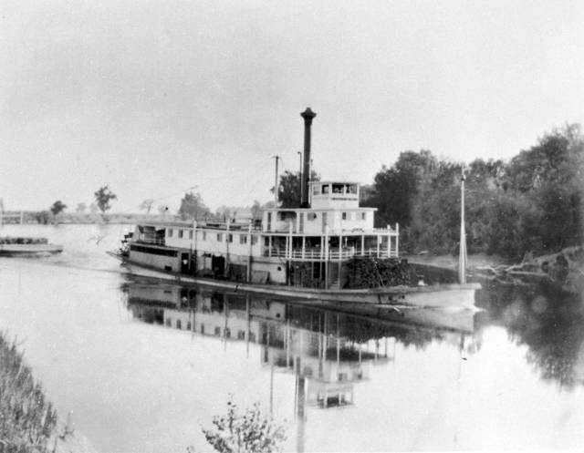 steamboat_on_the_sacramento_river