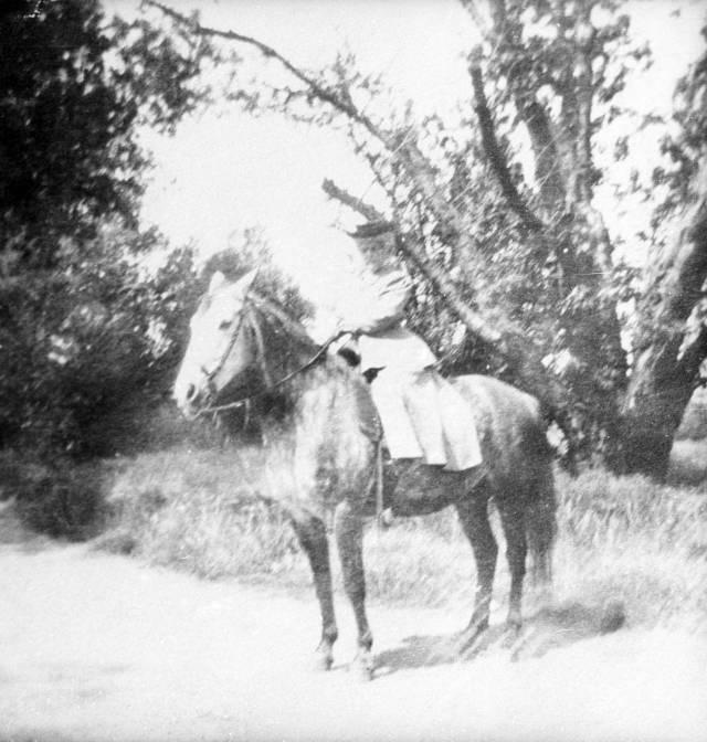 Annie_Bidwell_on_Horseback
